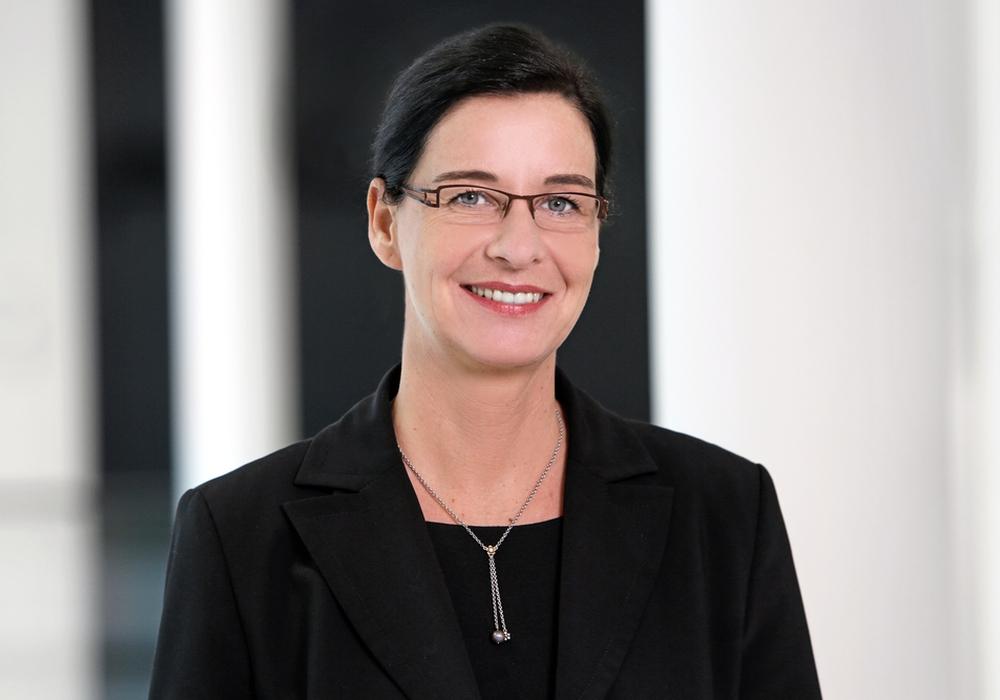 Landtagsabgeordnete Veronika Koch unterrichtete gestern den Landrat und die Bürgermeister im Landkreis Helmstedt über die Reform der Landesstraßenbauverwaltung. Foto: Veronika Koch, MdL