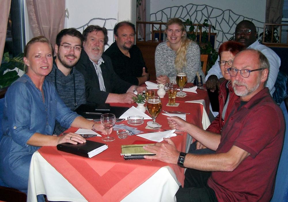 Dunja Kreiser, Henrik Hamann, Heinz-Rainer Bosse, Musa Irilci, Jacqueline Runge, Adjanakou Toutabizi, Dörthe Weddige-Degenhardt, Paul Arzberger (v. li.). Foto: SPD