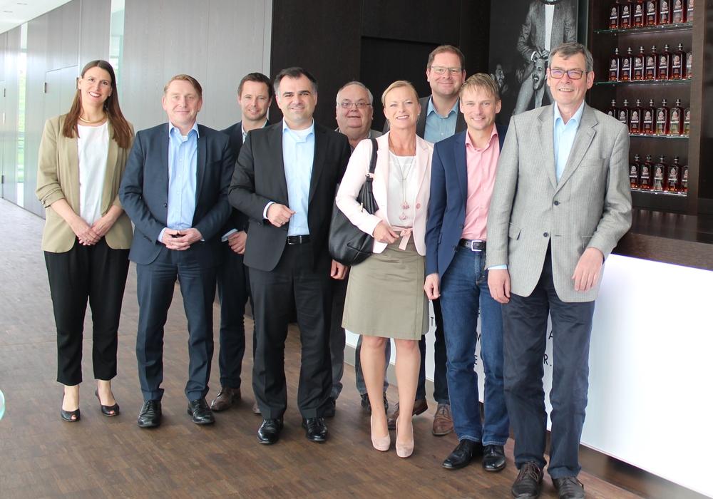 """Die """"Braunschweiger Gruppe"""" der SPD Landtagsabgeordneten zu Besuch bei Jägermeister. Foto: SPD"""