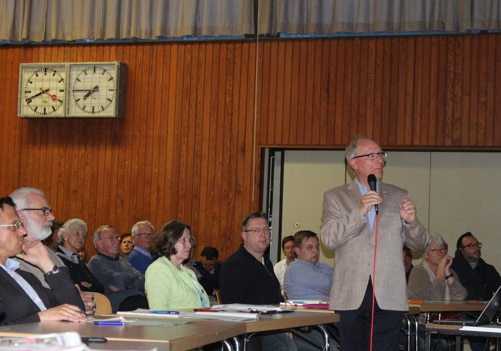 Der Ortsrat Neuhaus/Reislingen diskutierte über die Pläne des Verkehrskonzepts Wolfsburg Süd-Ost. Fotos: Eva Sorembik