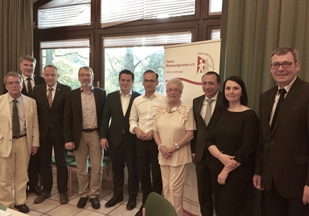 Bundesjustizminister Heiko Maas und Hubertus Heil beim Peiner Betreuungsverein. Foto: Wahlkreisbüro Hubertus Heil