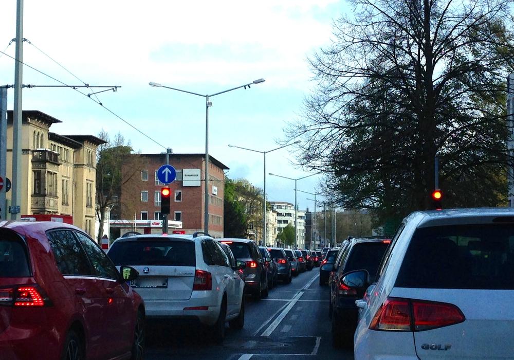 """Der Autoverkehr soll zwar reduziert, aber nicht ganz """"abgeschafft"""" werden. (Archivbild)"""