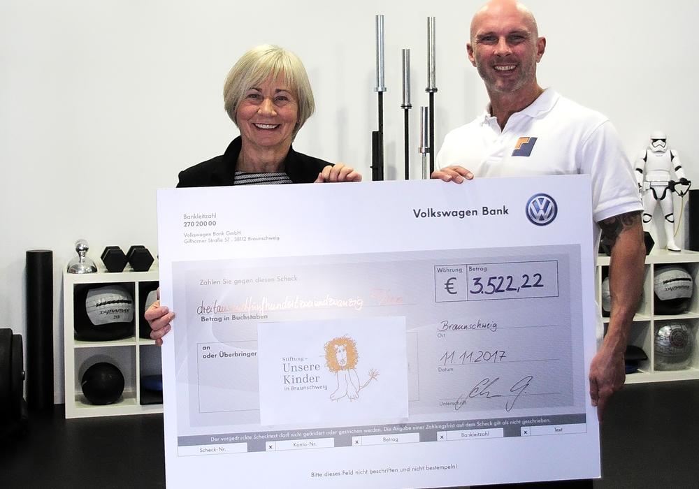 Aus abgespeckten Kilos wurden über 3.000 Euro für  Braunschweiger Kinder. Foto: BODYMOVEMENTS - Personal Training
