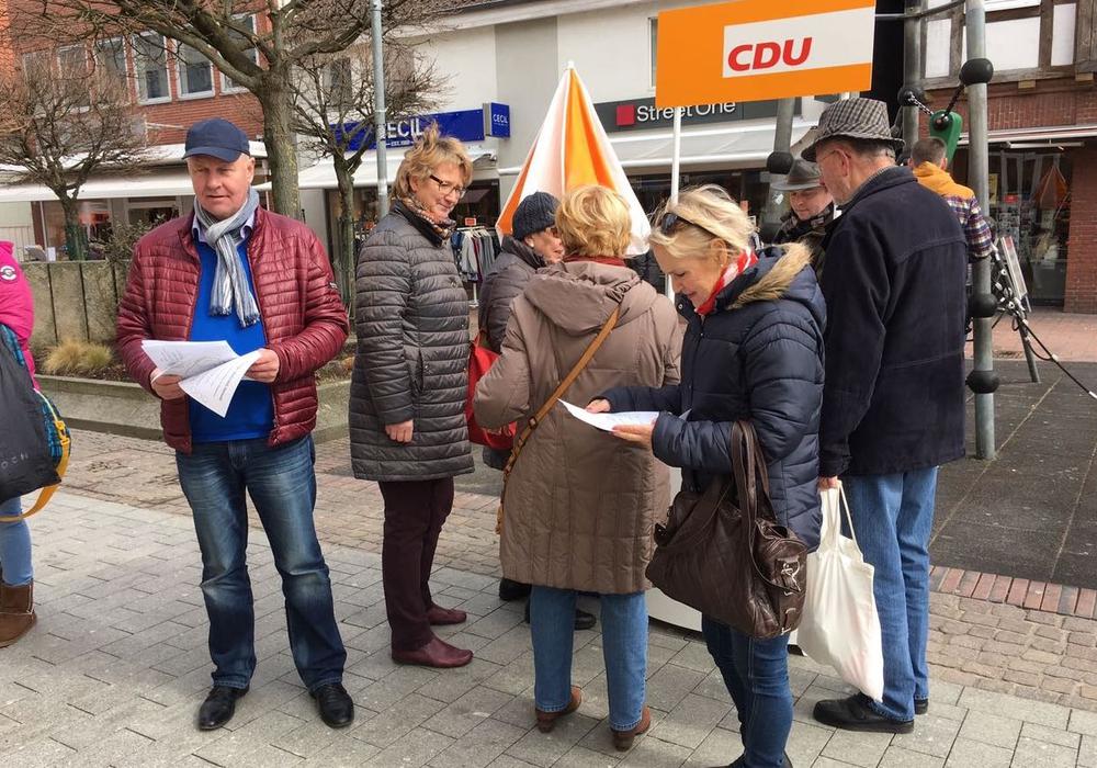 Am Samstag suchte die CDU das Gespräch mit den Passanten. Foto: CDU