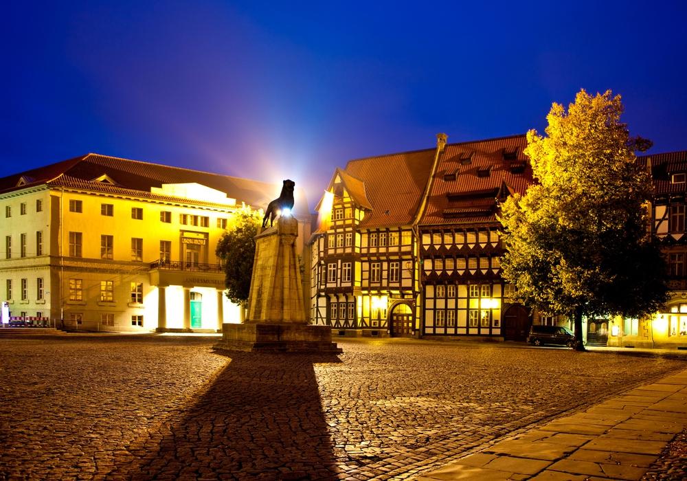 Bei der Taschenlampenführung können Kinder ab sechs Jahren die Löwenstadt in der Dämmerung neu entdecken. Foto: Braunschweig Stadtmarketing GmbH / Thomas Ammerpohl