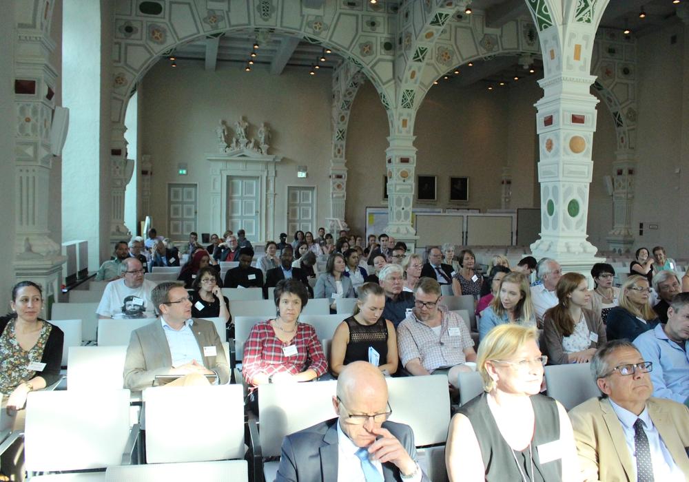 Im Juleum in Helmstedt wurde intensiv auf der zweiten Integrationskonferenz diskutiert. Foto: Sandra Zecchino