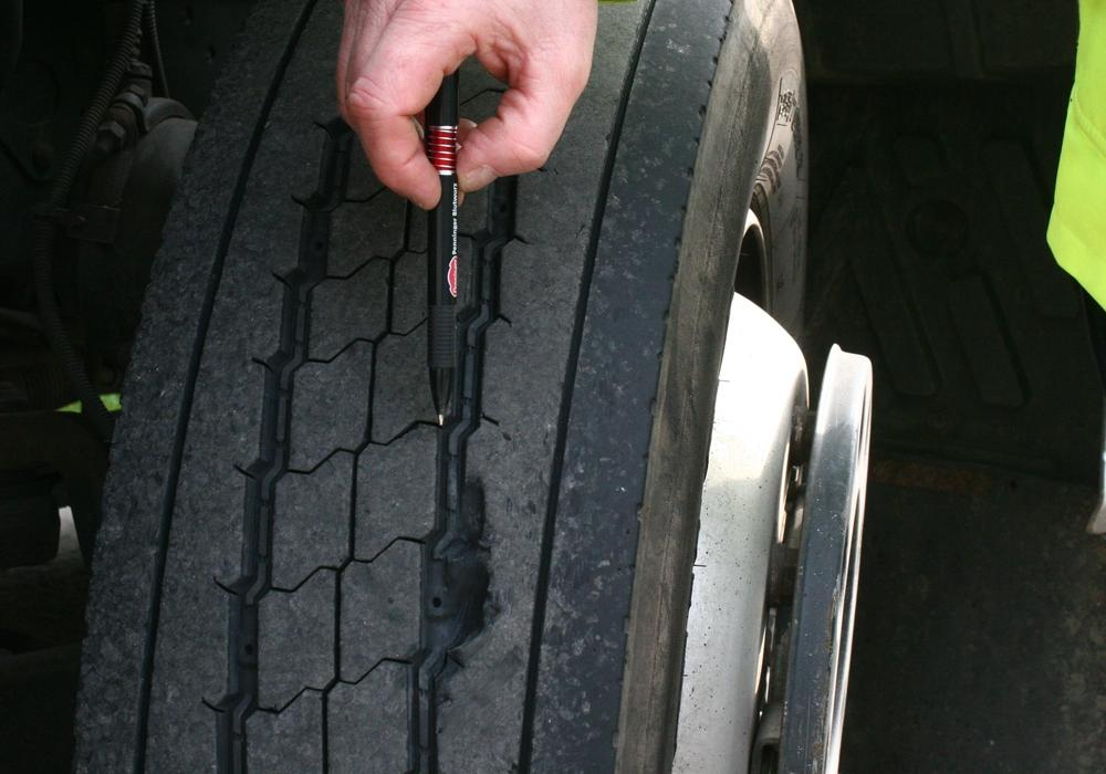 Reifen zerstochen. Symbolbild. Foto: Anke Donner
