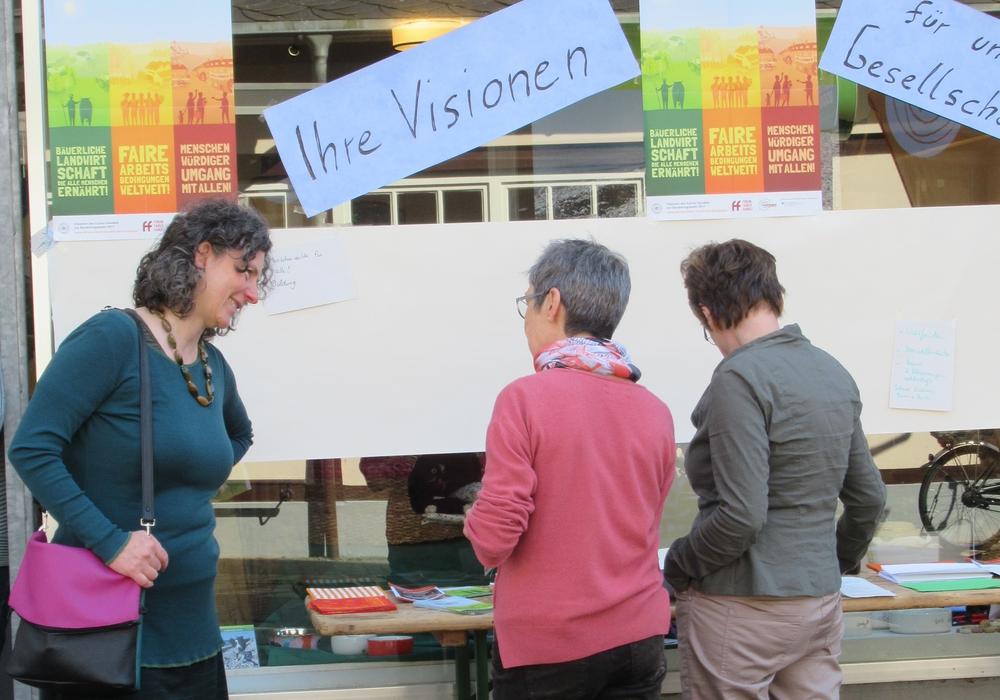 """Am Samstag fand ein """"faires"""" Frühstück im Weltladen statt. Foto: Werkstatt Solidarische Welt e.V."""