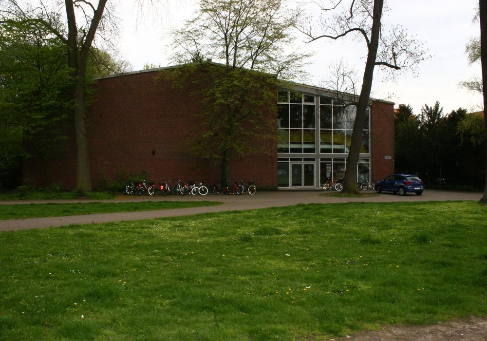 Der Gymnastikraum im Obergeschoss der Doppelturnhalle am Landeshuter Platz kann ab sofort nicht mehr für den Schul- und Vereinssport mit Kindern und Jugendlichen genutzt werden. Foto: Anke Donner