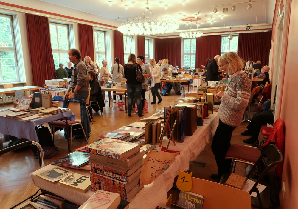Der Basar bietet ein vielfältiges Bücherangebot. Fotos: Veranstalter