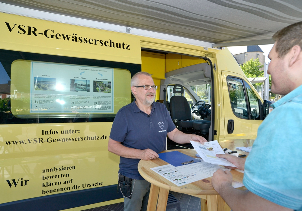 Helmstedter Brunnenbestzer konnten am Labor-Mobil des VSR-Gewässerschutz e.V. ihr Grundwasser analysieren lassen. Foto: VSR-Gewässerschutz e.V.