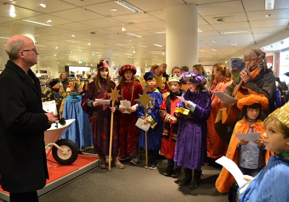 40 Sternsinger aus den katholischen Gemeinden Braunschweigs verkündeten die frohe Botschaft. Fotos: Sabine Moser