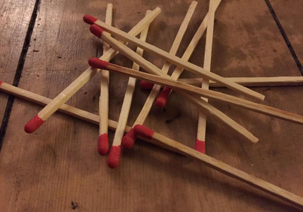 Spiel mit dem Feuer... Symbolfoto: Alexander Panknin