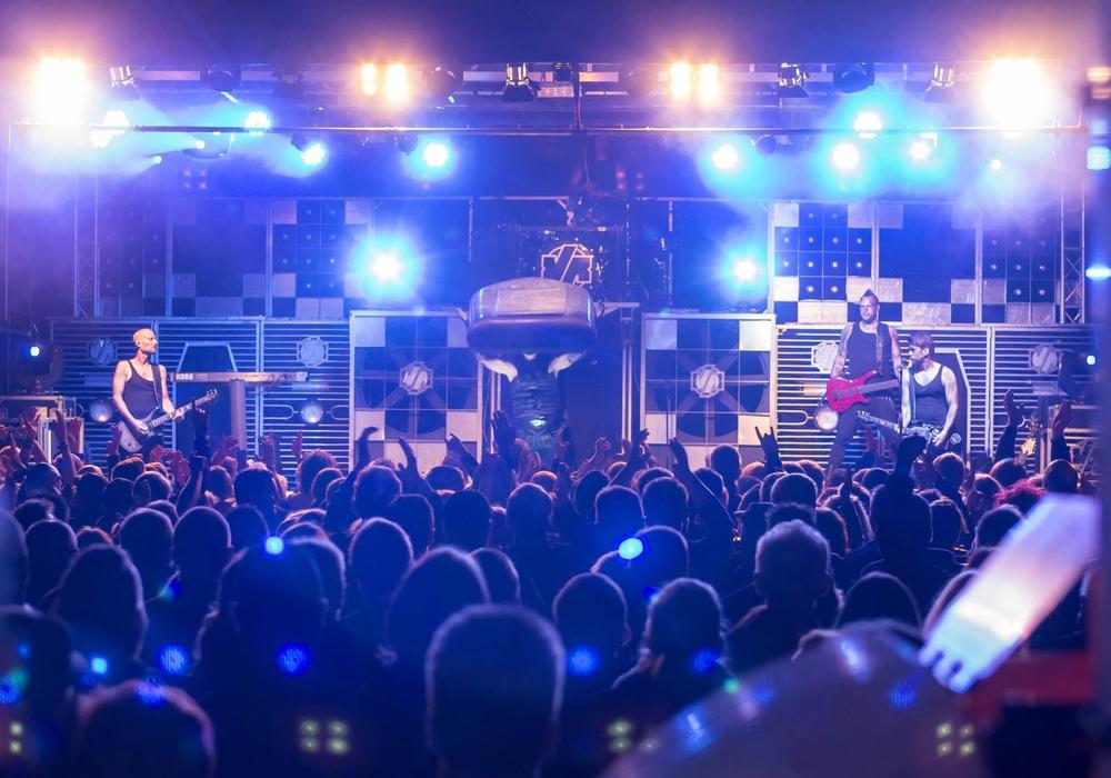 """Eine Sternstunde für die Junge Bühne war 2015 das Konzert der Rammstein Tributband """"Völkerball"""". Foto: Alec Pein"""