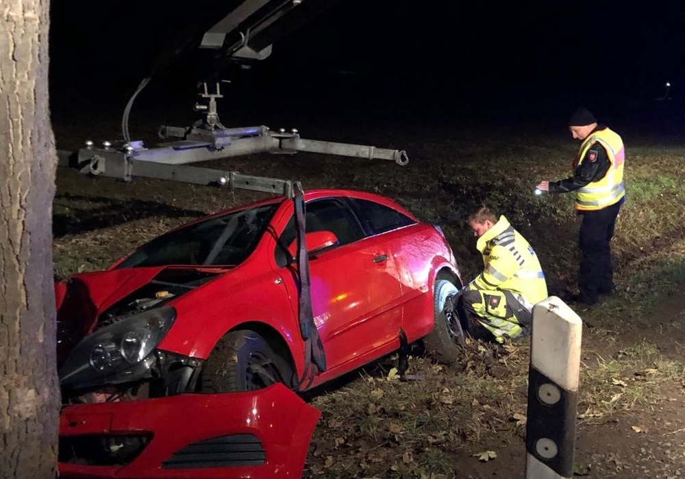 Trotz des Schadensbildes verletzte sich der Fahrer nicht. Foto: Polizei