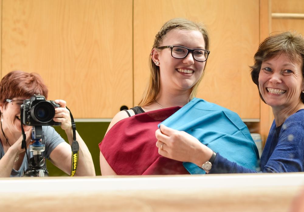 Die Schülerinnen hatten bei der Foto-Session die Möglichkeit, Kleidung und Make-Up ihrem Farbtyp entsprechend anzupassen. Foto: Privat