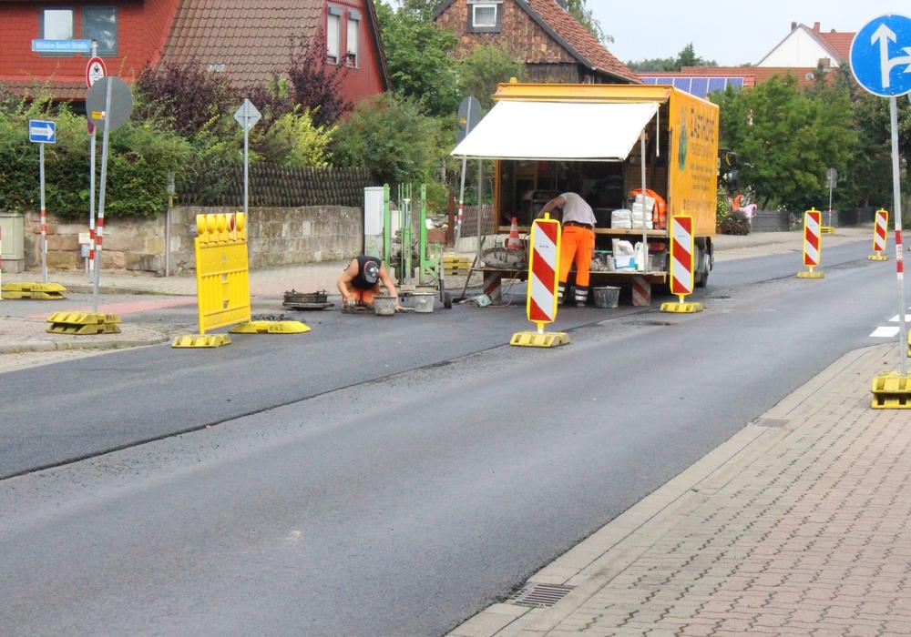 Die Asphaltierungsarbeiten sind in vollem Gange. Foto: Max Förster