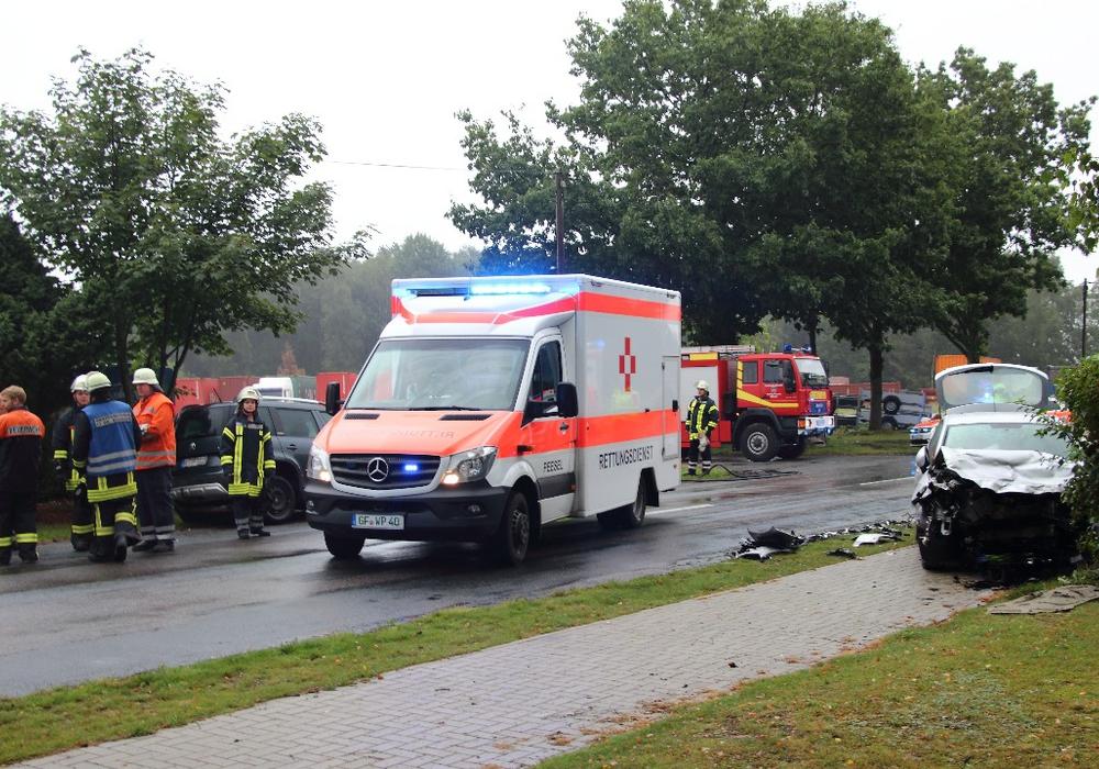Am Freitag kam es zu einem schweren Unfall auf der K4. Fotos: Hawellek / Kreisfeuerwehrpressestelle