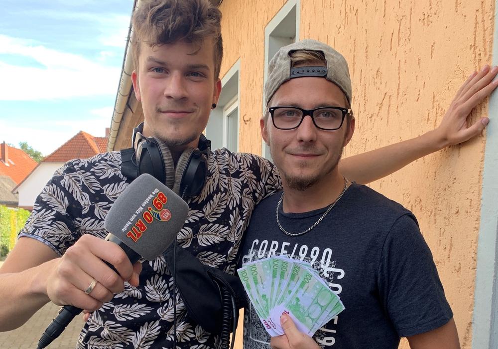 Moderator Erik und Ring-Dong-Gewinner Maurice.