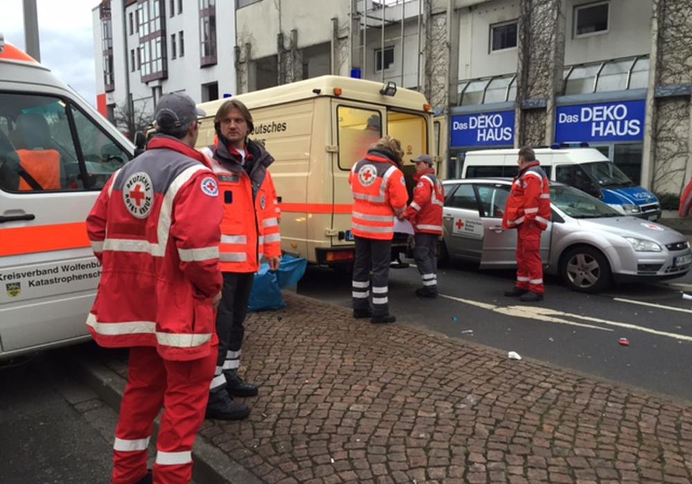 Die Einsatzkräfte des DRK Wolfenbüttel waren beim Karneval unter der Leitung von Dirk Jürges (Zweiter von links) im Einsatz. Foto: DRK