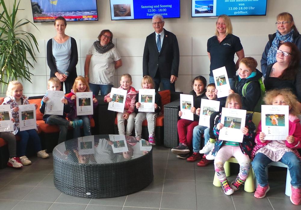 Groß war die Freude bei den Kindern der Kita Astrid Lindgren, als sie ihre Urkunden erhielten. Foto: Stadt Schöningen