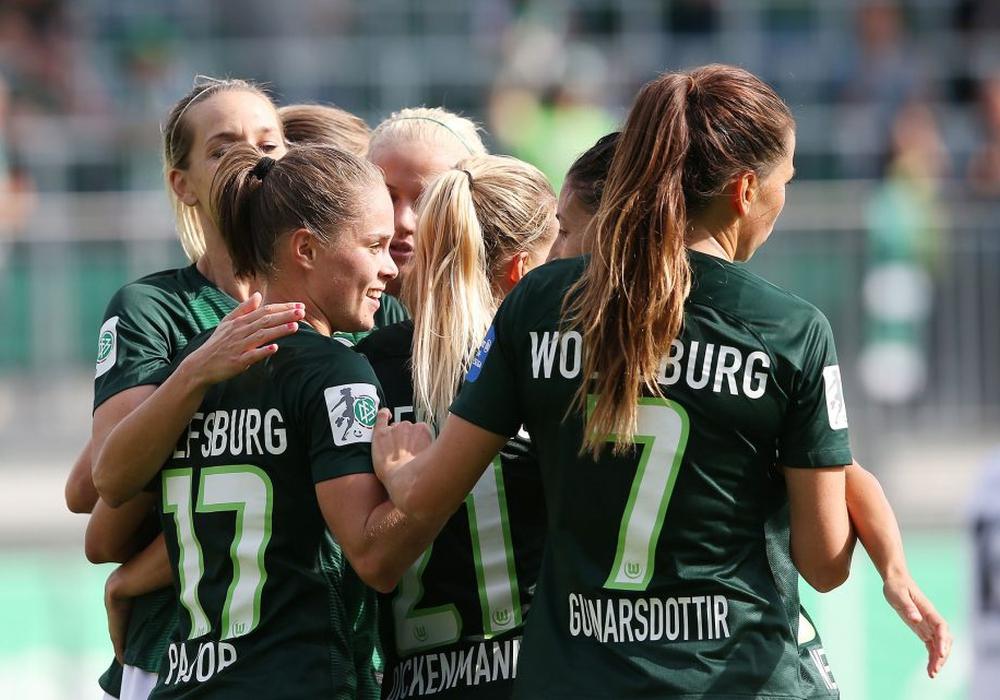 Recht leichter Auftaktsieg für die Frauen des VfL Wolfsburg gegen den ehemaligen Riesen der Frauen-Bundesliga. Fotos: Agentur Hübner