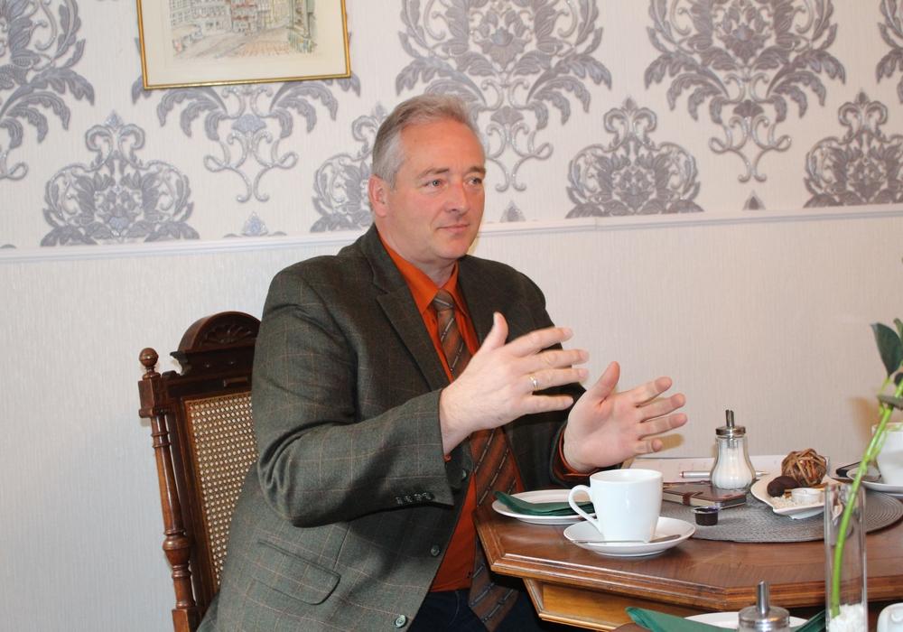 Frank Oesterhelweg ist Gast beim Kaffeetrinken des VdK. Foto: Archiv/Alexander Dontscheff