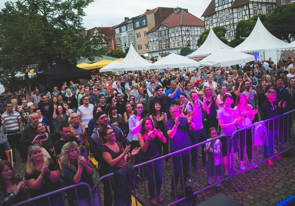 Die Premiere im vergangenen Jahr war ein großer Erfolg. 7.000 Peiner zog es auf den historischen Marktplatz. Foto: Volksbank BraWo