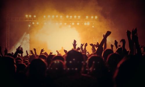 Veranstaltungen mit mehr als 1.000 Personen sind zwar genehmigungspflichtig, aber möglich. (Symbolbild)