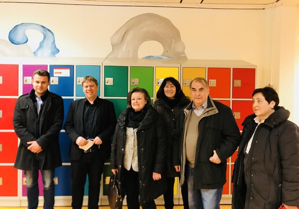 Vertreter der CDU Ratsfraktion und der Westhagener CDU besuchten das Schulzentrum in Westhagen. Foto: CDU Wolfsburg