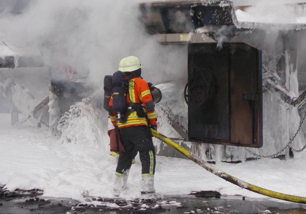 Die Feuerwehrleute konnten in der Schredderanlage schlimmeres verhindern.  Foto: Feuerwehr Braunschweig