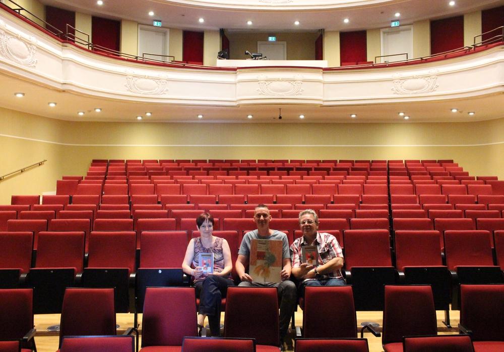 Theaterleitung Alexandra Hupp, Künstler Rüdiger Franz und Autor Uwe Brackmann. Foto: Sandra Zecchino