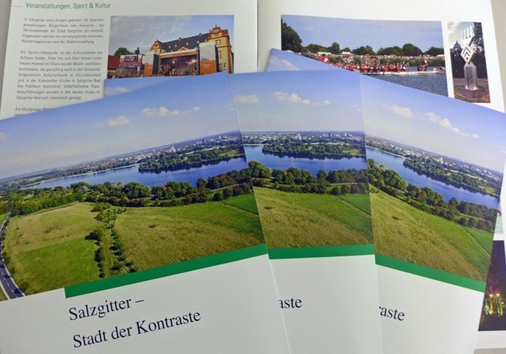 """Die Broschüre """"Salzgitter - Stadt der Kontraste"""" Foto: Stadt Salzgitter"""