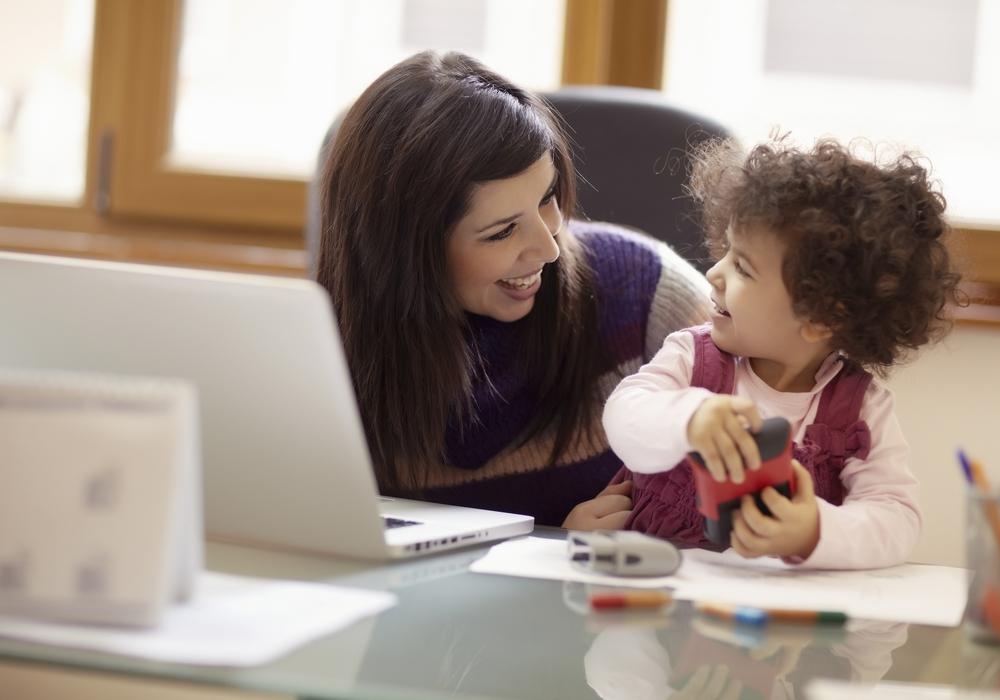 Nach einer längeren Familienzeit zur Betreuung von Kindern oder pflegebedürftiger Angehöriger wollen viele Mütter wieder berufstätig werden. Symbolfoto: Bundesagentur für Arbeit