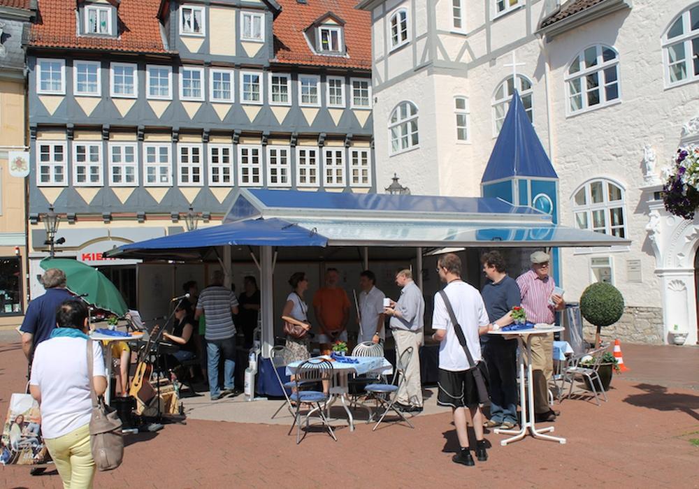 Die Event-Kirche vor dem Bankhaus Seeliger. Foto: Gemeinde