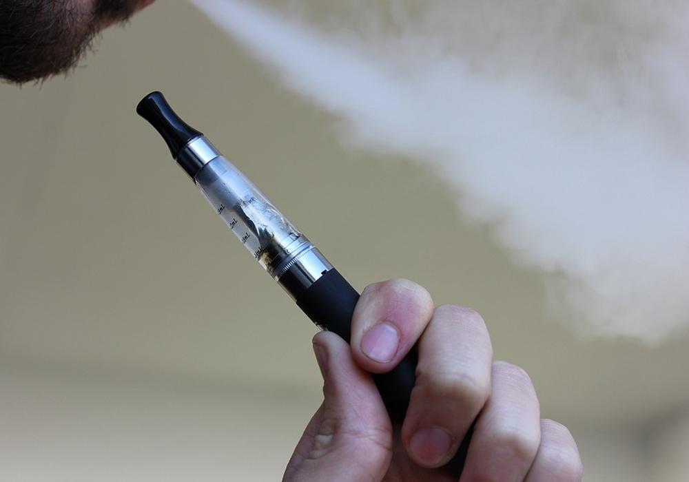 """Ist das Rauchen einer E-Zigarette gesünder als """"normales"""" Rauchen. Symbolfoto: Pixabay"""