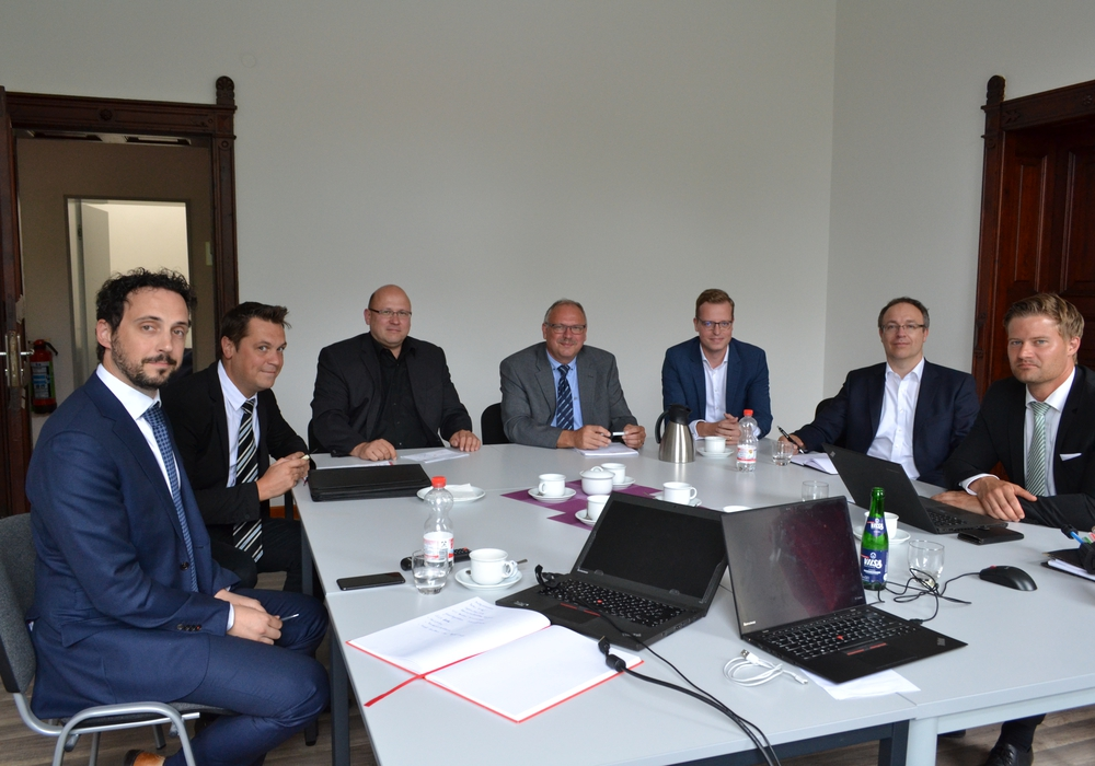 In der heutigen Kick-Off-Veranstaltung wurden Organisationsteams für Vertrieb und für Technik gebildet, erste Zeitpläne erarbeitet und eine Vermarktungsstrategie erörtert. Foto: Landkreis Helmstedt