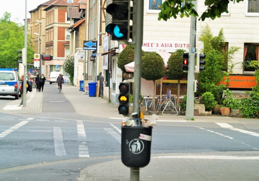 Ein kritischer Punkt liegt laut der Polizei an der Kastanienallee: Während die Fußgängerampel rot zeigt, kann bei der Radampel noch gefahren werden. Foto: Jens Weidemann