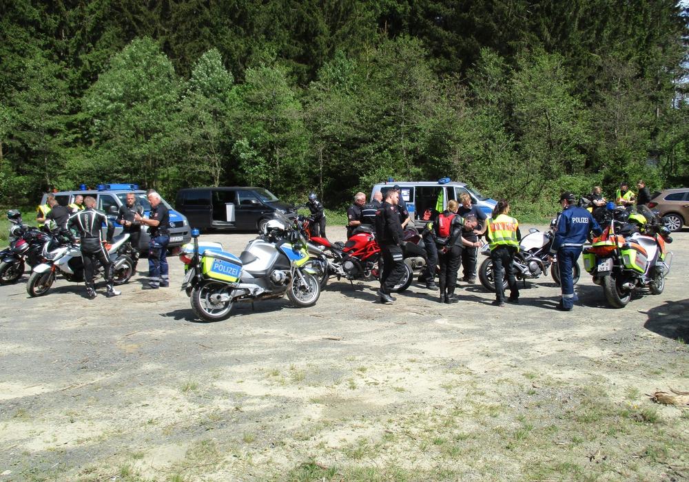Im Landkreis Goslar wurde am Sonntag eine umfangreiche  Motorradkontrolle durchgeführt. Fotos: Polizei