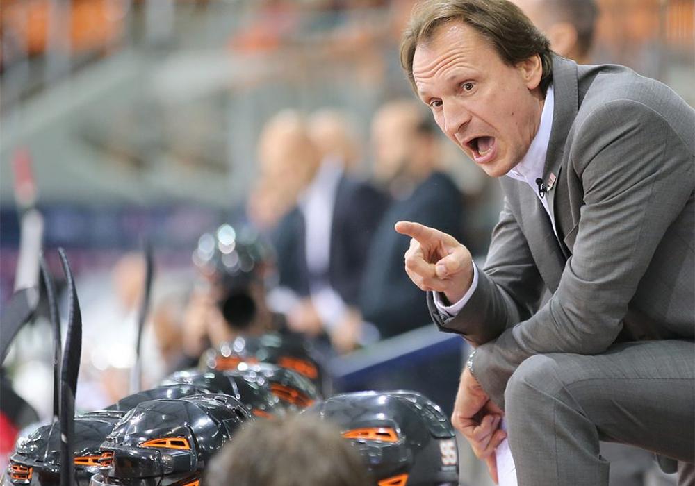 Folgt seinem Bauchgefühl: Eishockey-Trainer Pavel Gross. Foto/Video: Jens Bartels Moderation: Frank Vollmer. Titlelfoto: Foto: Agentur Hübner/Archiv