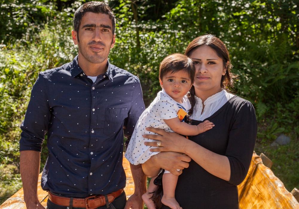 Aus Syrien geflohen: Yousef und Dilan Schikhos mit Tochter Merkel. Foto: Alec Pein