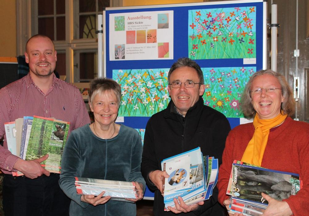 Steffen Köppe, Christiane Wagner-Judith, Karlheinz Pfeiff und Irmela Wrede bei der Übergabe der Spenden. Foto: Privat