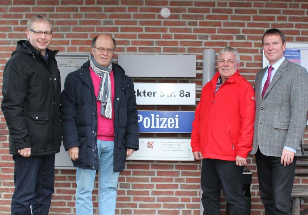 Im Gespräch mit der Polizei: Markus Rischbieter, Harald Koch, Thomas Klusmann, Dr. Peter Abramowski. Foto: Privat