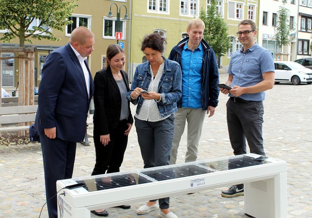 Während die Geräte laden, können die Besucher das kostenfreie WLAN der Stadt nutzen. Foto: Stadt Helmstedt