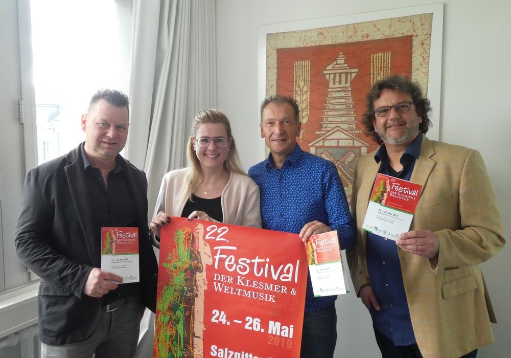 Von links: Heinz Strauß, Anna Fenske, Jens Bogdan und Hartmut Schölch. Foto: Stadt Salzgitter