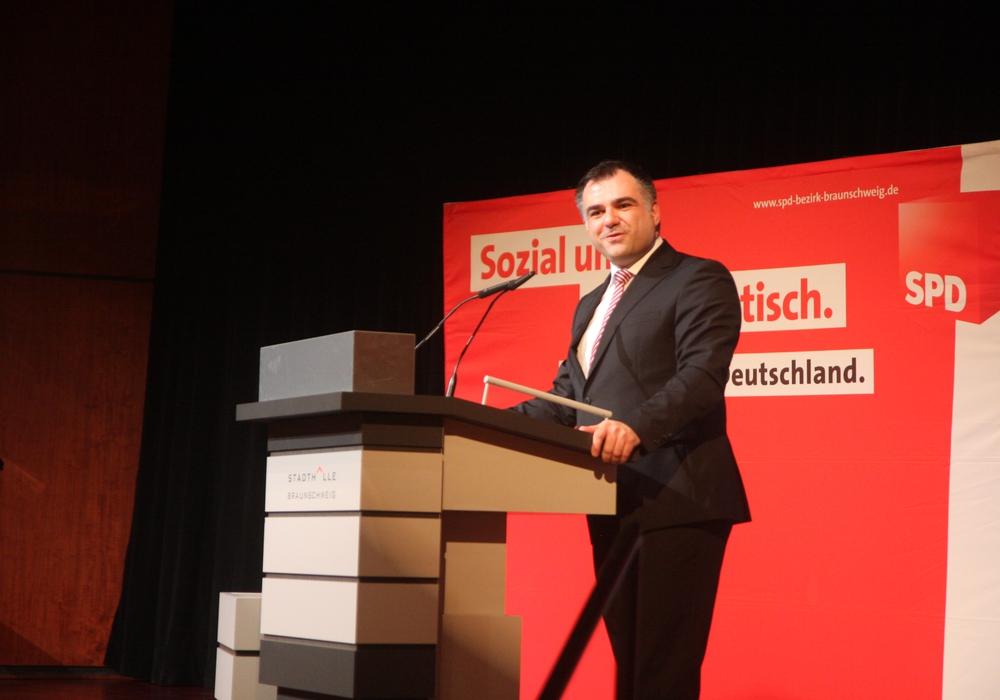 der Braunschweiger SPD-Landtagsabgeordnete Dr. Christos Pantazis zeigt sich froh über die Unterstützung. Foto: SPD