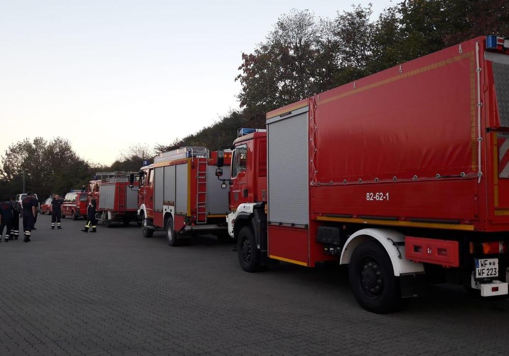 Feuerwehrkräfte aus Hornburg, Heere und Groß Flöthe untertsützen beim Moorbrand in Meppen. Fotos/Video: Feuerwehr Hornburg