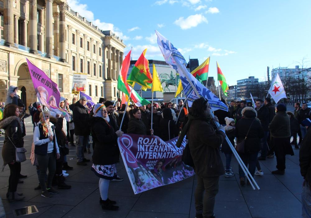 Völlig reibungslos verlief die Kundgebung nicht. Foto: Alexander Dontscheff