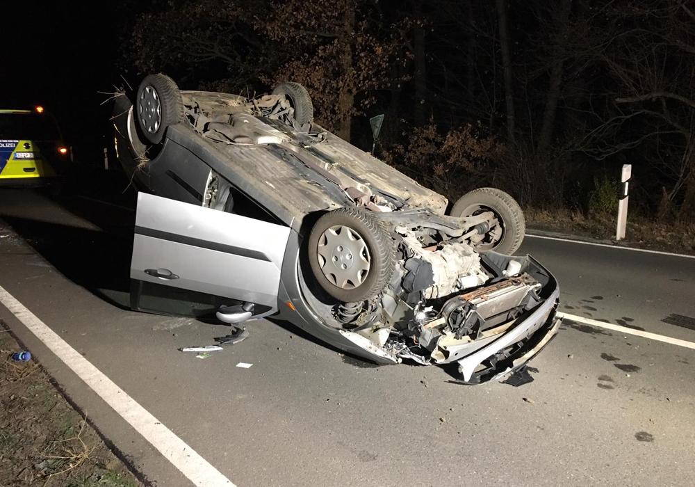 Der Fahrer konnte sich selbstständig aus dem Auto befreien. Fotos: aktuell24(BM)