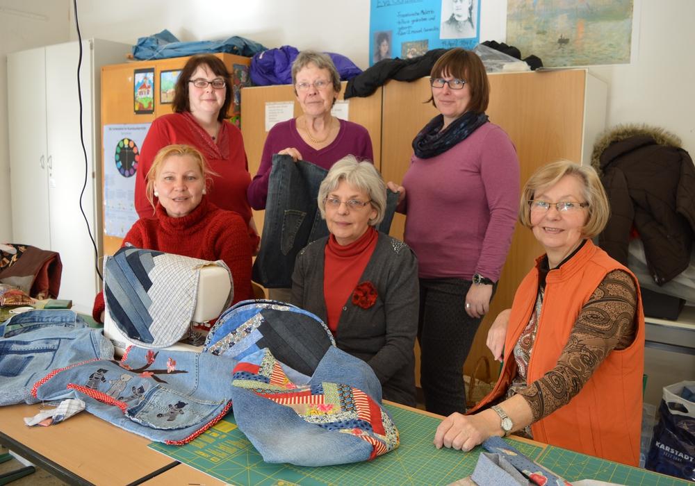 Annette Gutmann (Zweite Reihe, zweite von links) bietet neue Patchwork-Kurse an. Foto: Privat